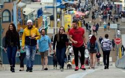 Không đeo khẩu trang: Người dân Mỹ đang tận hưởng cuộc sống hậu Covid-19?
