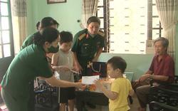 Thăm, tặng quà nhân ngày Quốc tế Thiếu nhi cho con các liệt sỹ hy sinh tại Rào Trăng 3