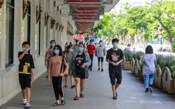Chủ tịch Hà Nội yêu cầu không tụ tập quá 10 người ở nơi công cộng, cửa hàng ăn uống giãn cách chỗ ngồi tối thiểu 2 m