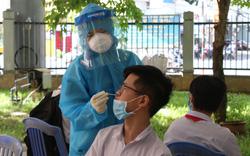 Lấy mẫu xét nghiệm Covid-19 cho hơn 13.000 thí sinh tham dự kỳ thi tuyển sinh lớp 10 tại Đà Nẵng