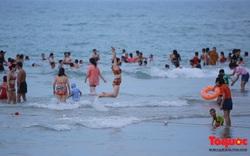 Từ 0 giờ ngày 9/6, Đà Nẵng cho tắm biển trở lại theo giờ; mở cửa hàng quán