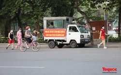 Hà Nội lập rào chắn, chăng dây, người dân vẫn tập thể dục nơi công cộng