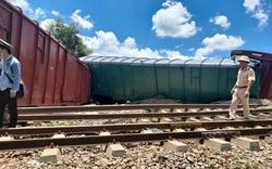Quảng Trị: Tàu chở hàng lật chắn ngang, đường sắt tê liệt nhiều giờ