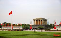 Lãnh đạo Đảng, Nhà nước và các đại biểu Quốc hội khóa XV vào Lăng viếng Chủ tịch Hồ Chí Minh