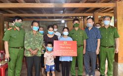 Trao học bổng Thắp sáng ước mơ cho hai con của Trung tá đã hy sinh khi truy bắt tội phạm ma túy ở Thanh Hóa