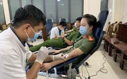 Hàng trăm chiến sĩ Công an tỉnh Thừa Thiên Huế tham gia hiến máu giữa mùa dịch