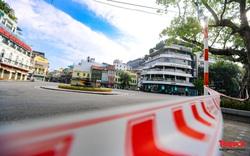 Đường phố Hà Nội vắng vẻ trong ngày đầu thực hiện giãn cách toàn xã hội