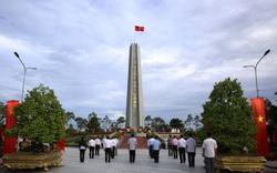 Phó Thủ tướng Thường trực dâng hương tưởng nhớ các anh hùng, liệt sĩ