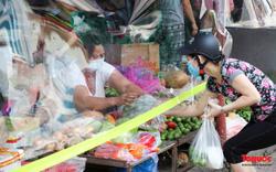 Hà Nội: Muôn kiểu đi chợ thời giãn cách xã hội