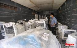 Hàng trăm thiết bị y tế hiện đại được vận chuyển từ Hà Nội vào TPHCM để chống dịch