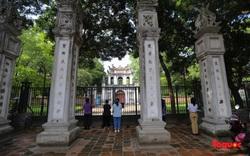 Hàng trăm sĩ tử đến Văn Miếu vái vọng cầu may trước ngày thi tốt nghiệp THPT Quốc gia