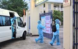 Thí sinh Đà Nẵng mặc đồ bảo hộ đến điểm thi