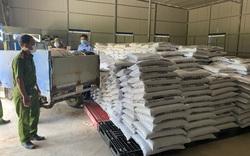 """Phát hiện cơ sở kinh doanh 12 tấn phân bón """"chui"""""""