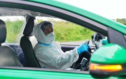 Chủ tịch TP.HCM xúc động khi nghe tâm sự của lái xe taxi cấp cứu F0