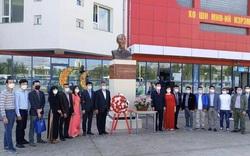 Đại sứ quán Việt Nam tại Mông Cổ tổ chức Lễ dâng hoa nhân kỷ niệm lần thứ 76 Quốc khánh Việt Nam