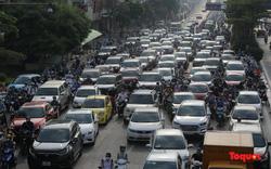 Đường phố Hà Nội đông đúc sau 60 ngày giãn cách xã hội