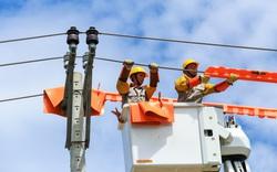 EVNCPC nâng cao độ tin cậy cung cấp điện: Giảm thấp cả số lần và thời gian mất điện của khách hàng