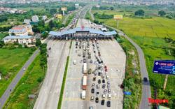 Nhiều người không thể rời Hà Nội khi chưa đủ thủ tục giấy đi đường