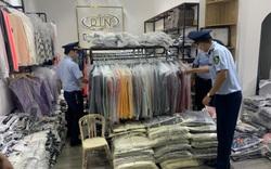 Tạm giữ gần 200 bộ quần áo giả mạo nhãn hiệu nổi tiếng