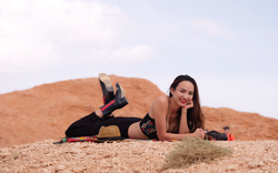 Hoa hậu Ngọc Diễm gợi cảm giữa sa mạc lớn nhất Châu Á