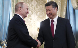 """Nga và Trung song kiếm """"nhằm"""" vào Mỹ?"""