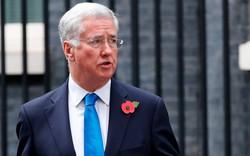 Bất ngờ Bộ trưởng Quốc phòng Anh mất chức vì cáo buộc quấy rối tình dục
