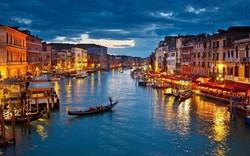 """Dân Venice nổi giận đòi """"tống khứ"""" khách du lịch"""
