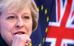 """Anh: Nội bộ """"chiến tranh"""", đối lập nêu hạn chót, Thủ tướng quyết khoản tiền """"khủng"""""""