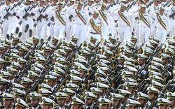 """Nóng tranh cãi tàu lạ """"náo loạn"""" tập trận Iran"""