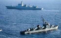 """""""Nín thở"""" rượt đuổi tàu chiến Trung, Ấn trên biển Philippines"""