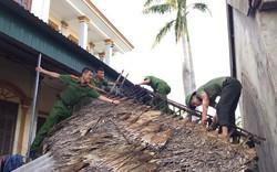 Chiến sỹ Công an Hà Tĩnh xuống đường khắc phục thiệt hại bão số 10