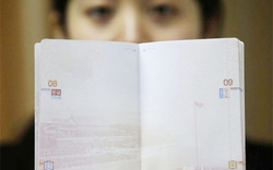 """Không đóng dấu hơn 6.700 hộ chiếu in hình """"đường lưỡi bò"""""""