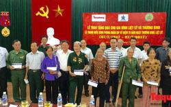 Trao quà tới các gia đình liệt sỹ, thương binh tại Hà Tĩnh, Nghệ An