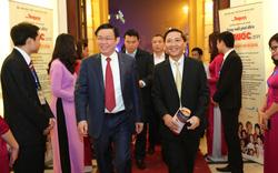 Phó Thủ tướng Vương Đình Huệ tới dự chương trình Vang mãi giai điệu Tổ Quốc 2018