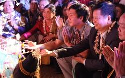 Lưu học sinh Lào đón Tết cổ truyền Bunpimay trên đất Huế
