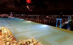 Tổ hợp khách sạn có bể bơi vô cực dát vàng 24K cao và lớn nhất Việt Nam