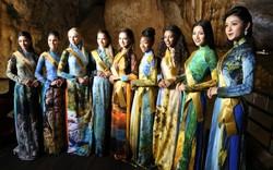 Thí sinh Hoa hậu hòa bình thế giới leo 524 bậc thang tham quan động Thiên Đường