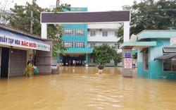 Lũ bao vây bệnh viện, hàng trăm bệnh nhân bị cô lập