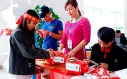 Vừa cổ vũ U23 Việt Nam, vừa gây quỹ hỗ trợ vé xe Tết cho sinh viên khó khăn