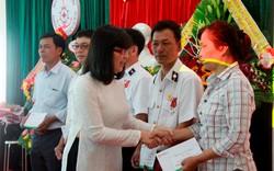 ĐH Đông Á Đà Nẵng trao 15 suất quà đến cựu binh và thân nhân liệt sĩ Gạc Ma