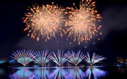 Ngắm những màn pháo hoa đầy cảm xúc của đội Mỹ và Ý trên sông Hàn