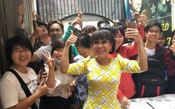 """Danh hài Việt Hương phát vé miễn phí """"Hương show"""""""