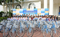 Tặng 50 xe đạp cho trẻ em khó khăn hiếu học ở Vĩnh Long