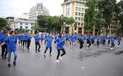 100 thanh niên nhảy flashmob mừng Ngày thành lập Ngành Du lịch Việt Nam