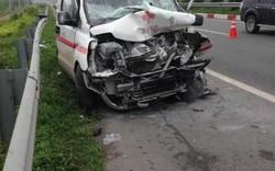Đồng Nai: Tông xe bồn trên cao tốc, tài xế xe cứu thương tử vong
