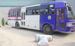 Thanh Hóa: Quẳng cả tấn thực phẩm bẩn xuống đường để tháo chạy