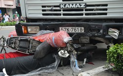 TP.HCM: Xe bồn húc văng dải phân cách, 3 người bị thương nặng
