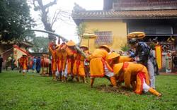 Độc đáo nghi lễ dựng cây nêu ngày Tết tại Đại Nội Huế