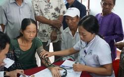 Bệnh viện Trung ương Huế khám, cấp phát thuốc miễn phí cho người nghèo