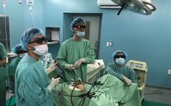 Lần đầu tiên áp dụng thành công nội soi 3D treo tử cung vào mỏm nhô